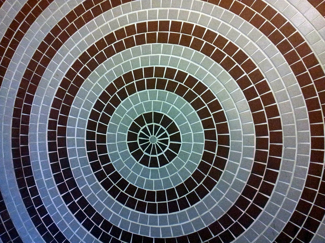 concentric-circle-shape-mosaic-wall-214289_1280