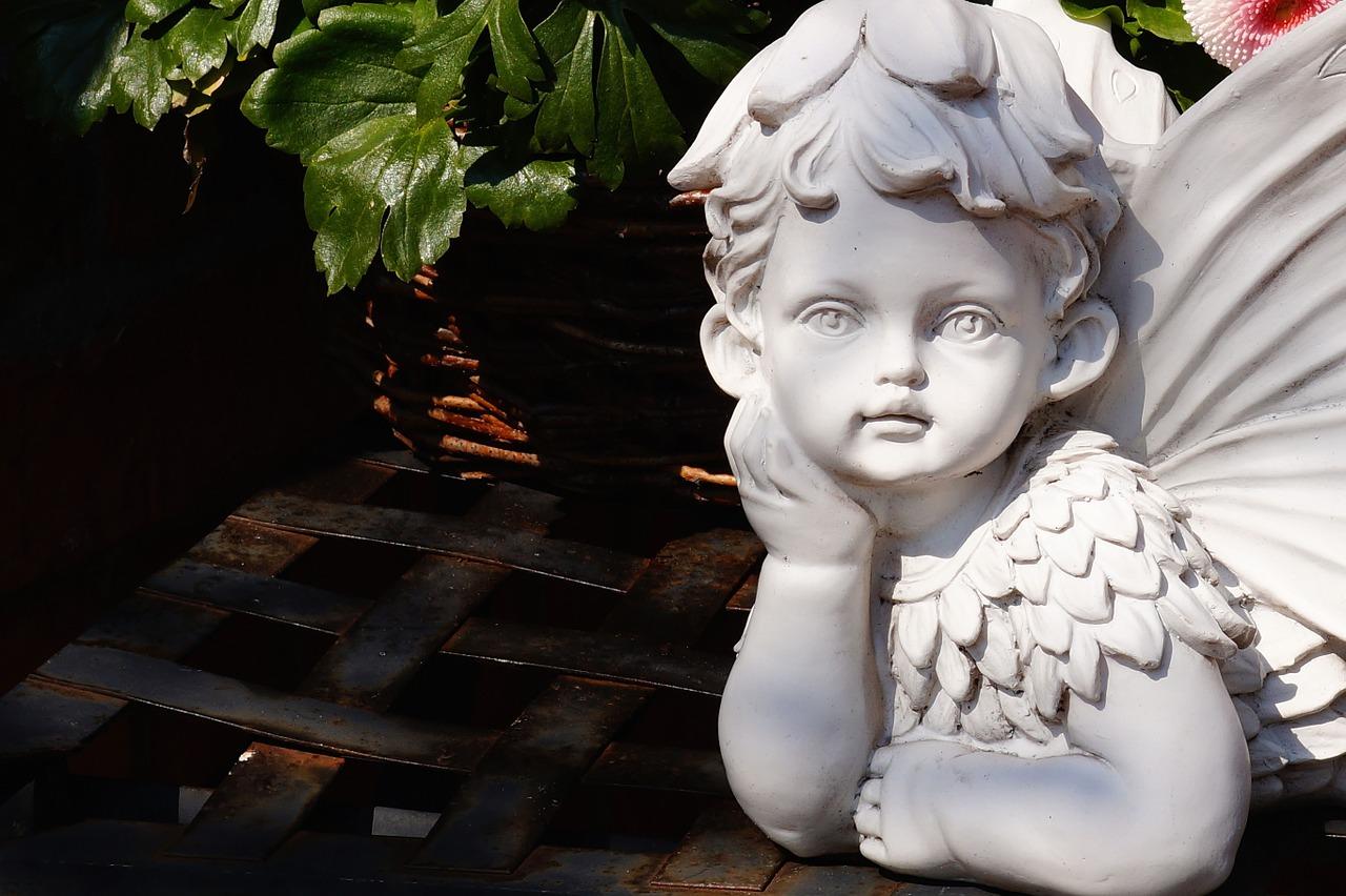 statue-328621_1280